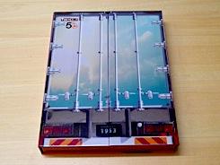 日本フルハーフ製のトレーラを模した豪華パッケージ